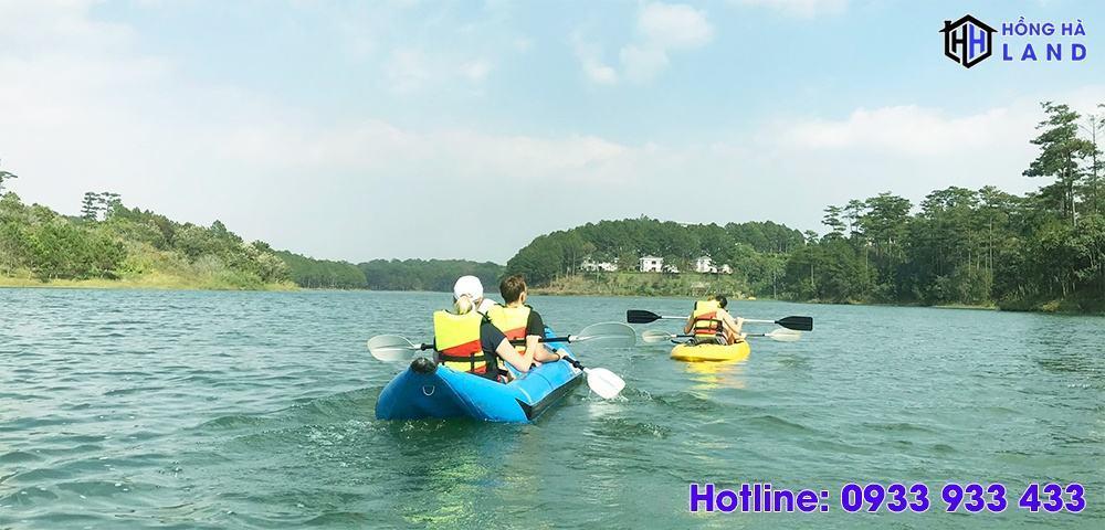 Cheo-thuyen-kayak-ho-tuyen-lam-da-lat